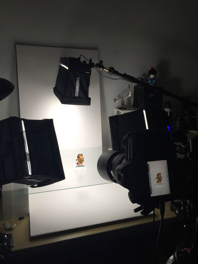 A lighting set up for fine minerals includes backdrops, lights, camera, and tripod