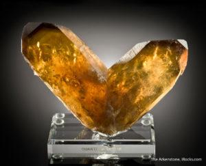 Twinned citrine crystal, Namibia. The Arkenstone, www.iRocks.com