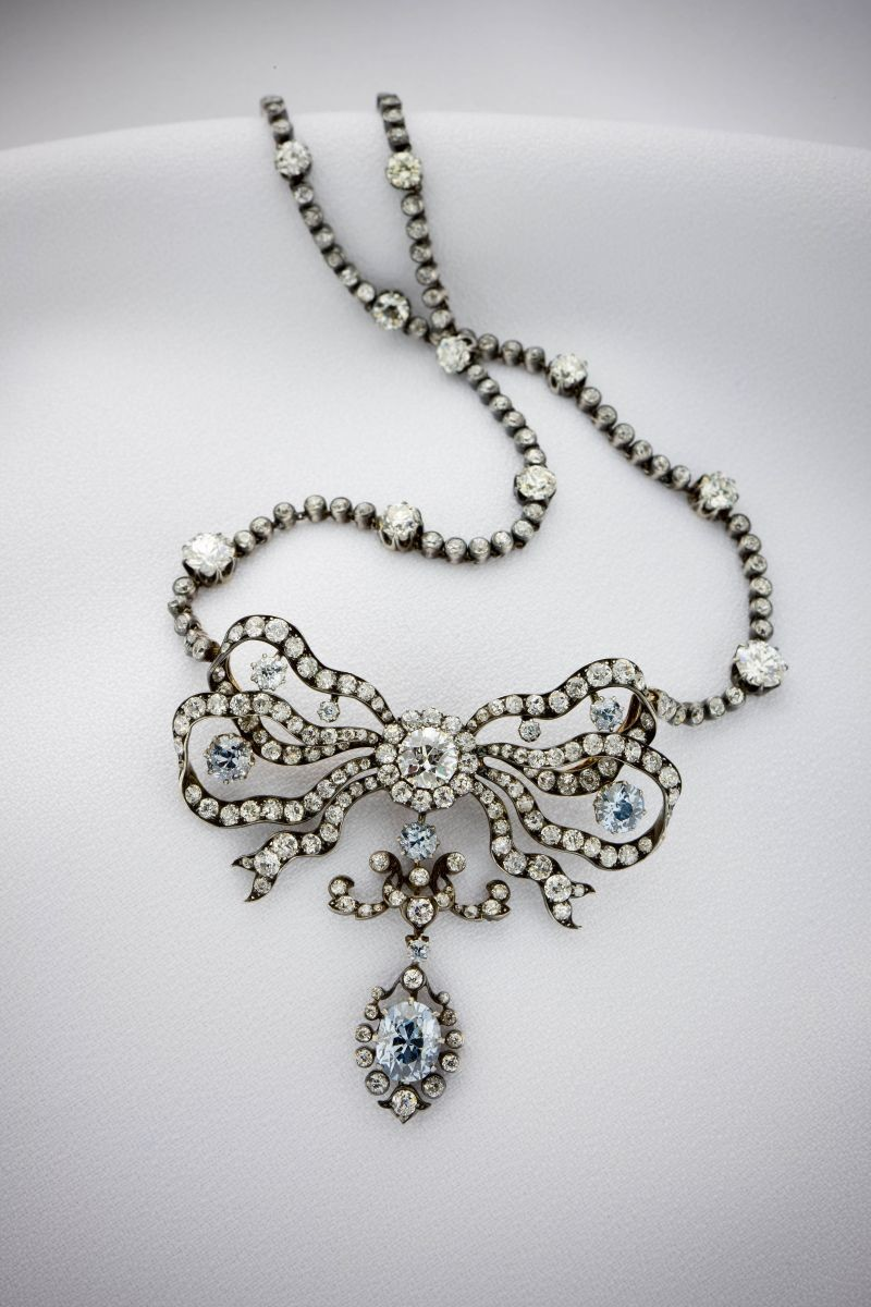 gem_smithsonian-cullinan-blue-diamond-necklace