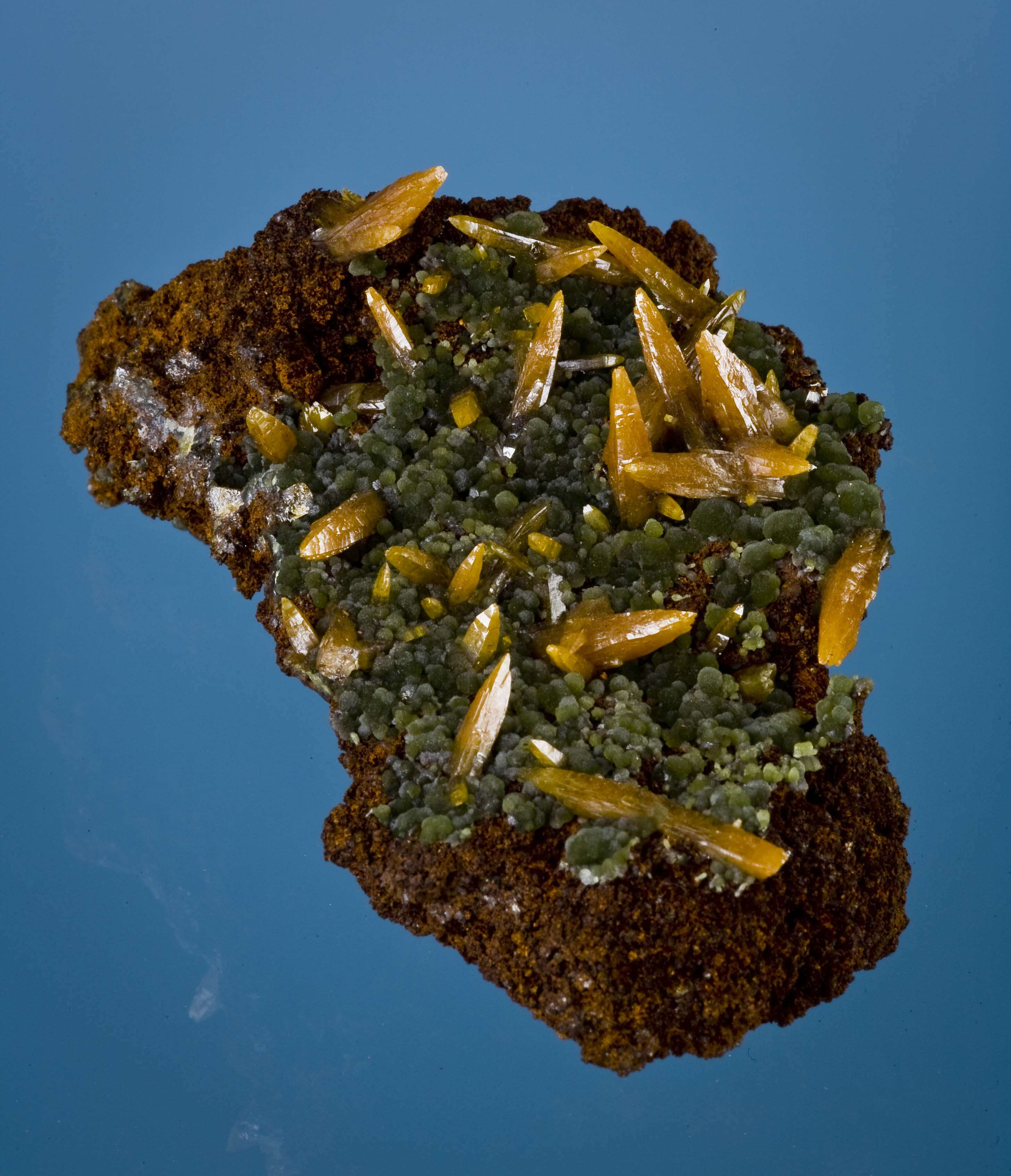 On silky green mimetite lays cluster superbly crystallized slender