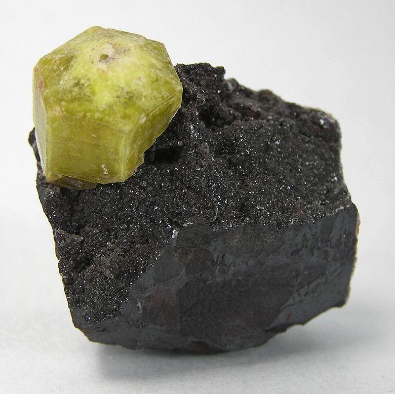 Well crystallized ettringites uncommon place specimen notable fact