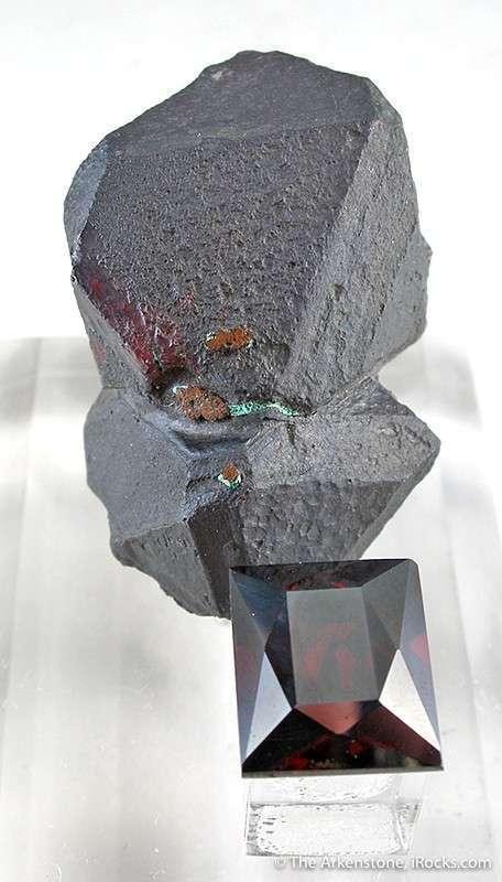 GEM 1 7 x 1 4 x 0 9 cm 9 19 carats A superb miniature 3 dimensional