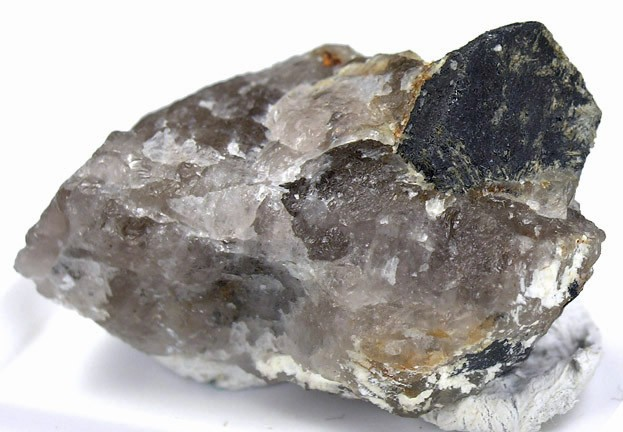 This rare earth oxide appears valid species anymore variety Rutile It