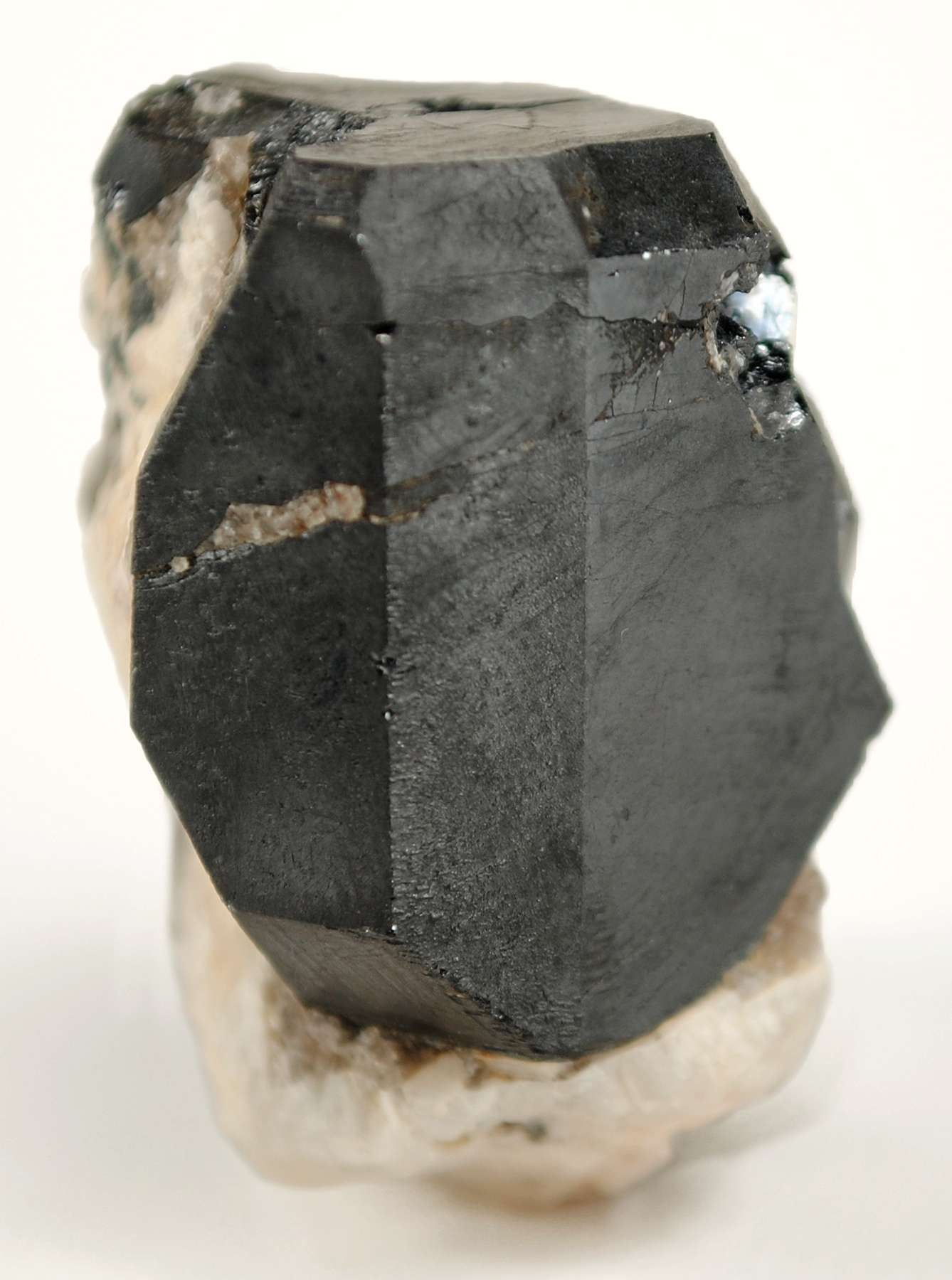 This specimen hosts approx 2 5 x 2 x 2 cm complexly terminated crystal