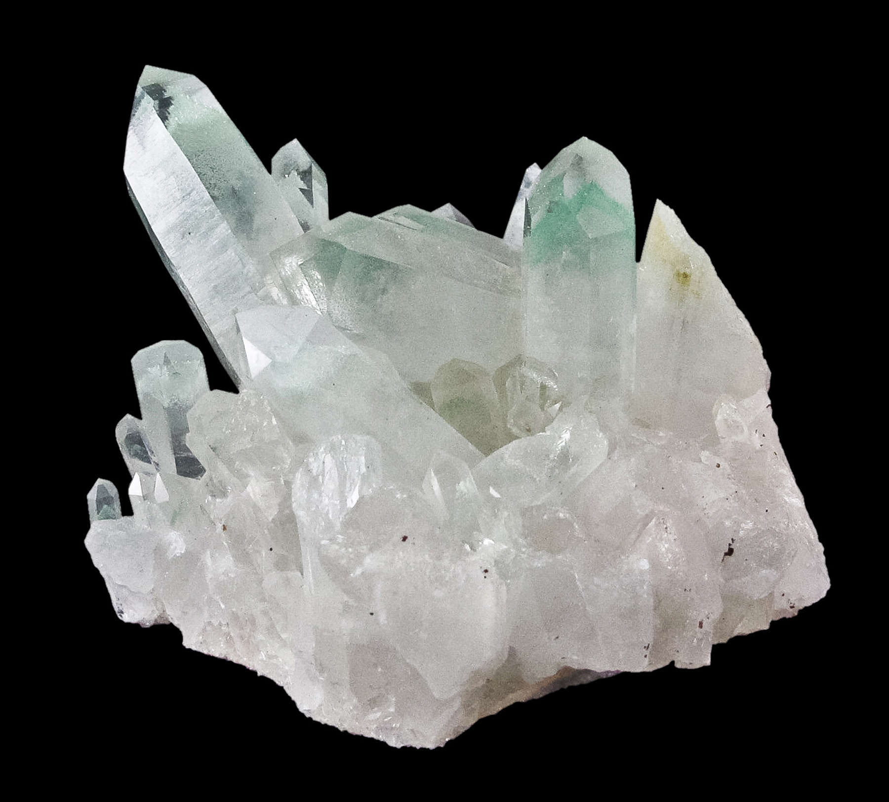 This aesthetic cluster quartz crystals reaching 4 cm length emplaced