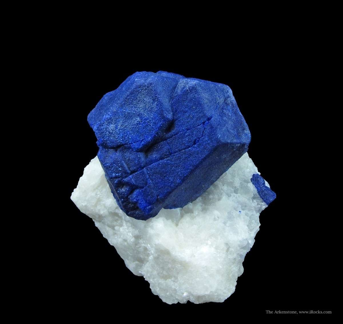 A sharp rate Lazurite crystal color normally rock forming material