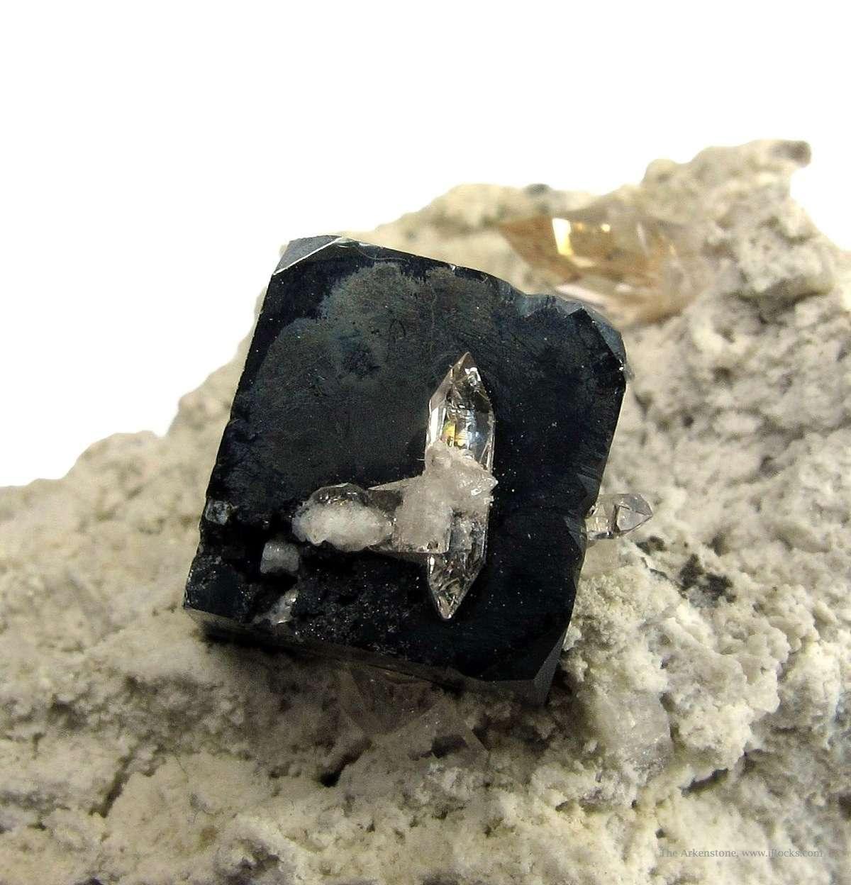 Splendent jet black 95 cm crystal Bixbyite gemmy Topaz contrasting