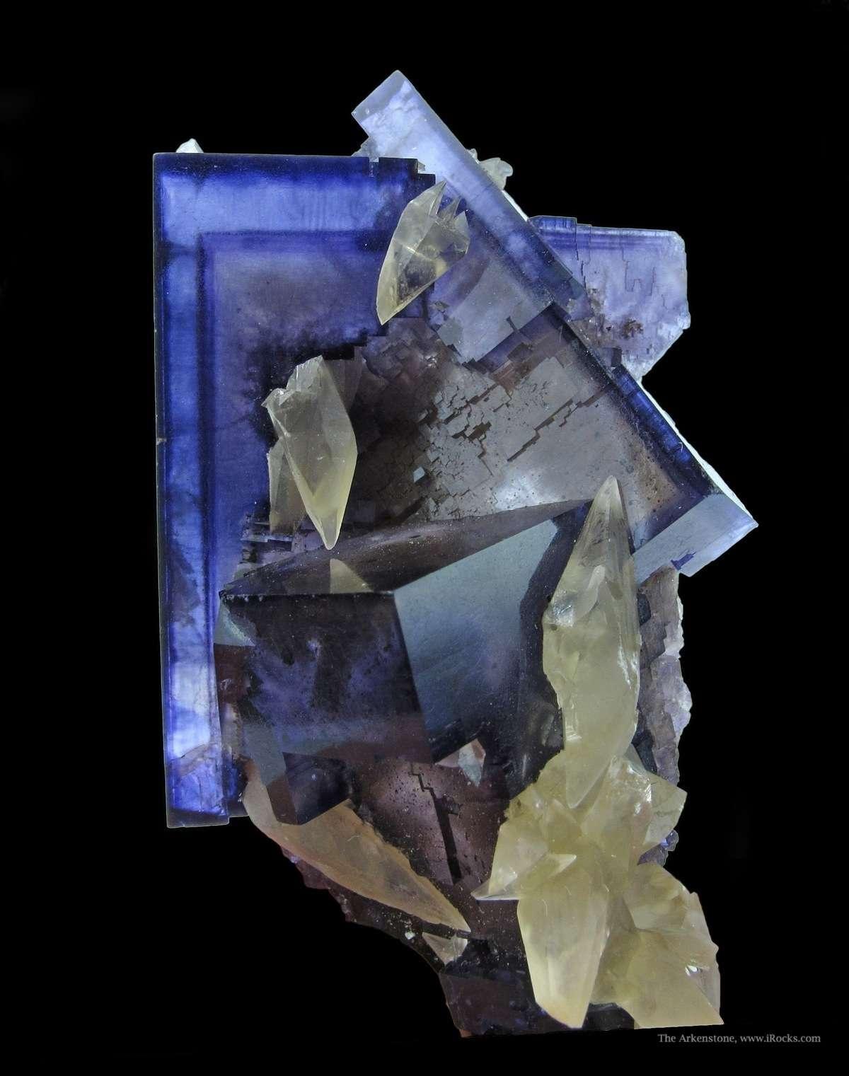 Razor sharp Fluorites defined phantoms highlight excellent combination