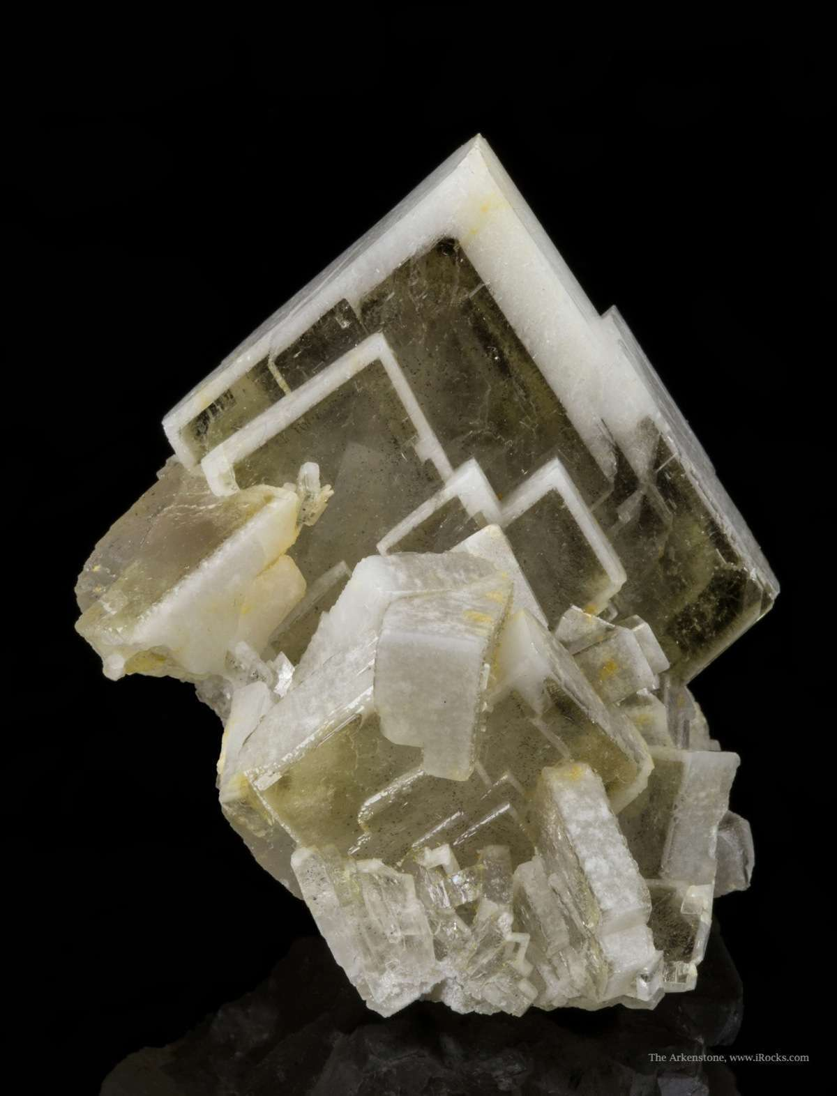 More unusual simply core tabular spear point bicolored Baryte glassy