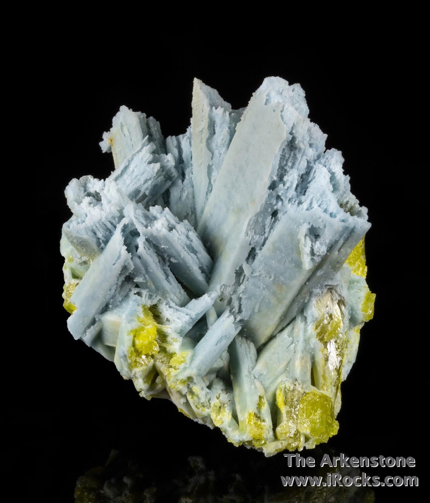 Highlighted 3 cm tall crystal center cluster prismatic plumbogummite