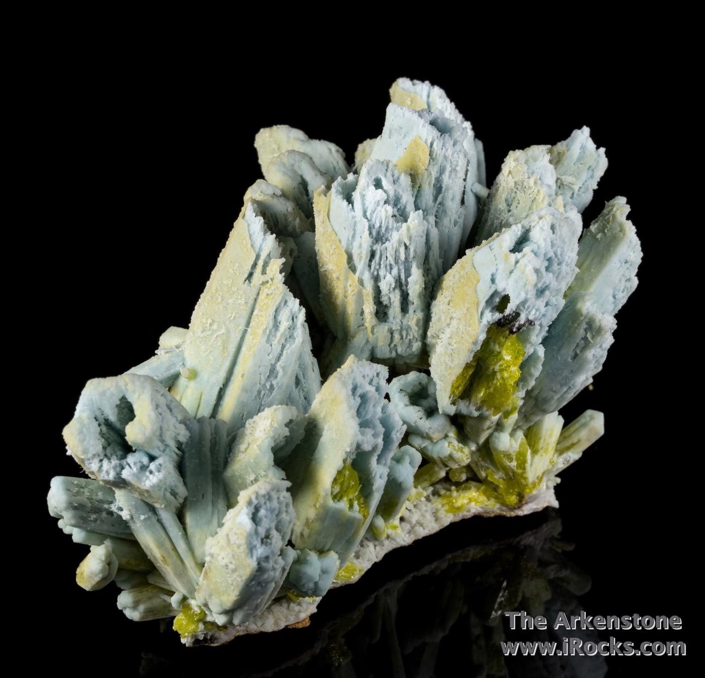 This elegant large complete cluster features fat plumbogummite