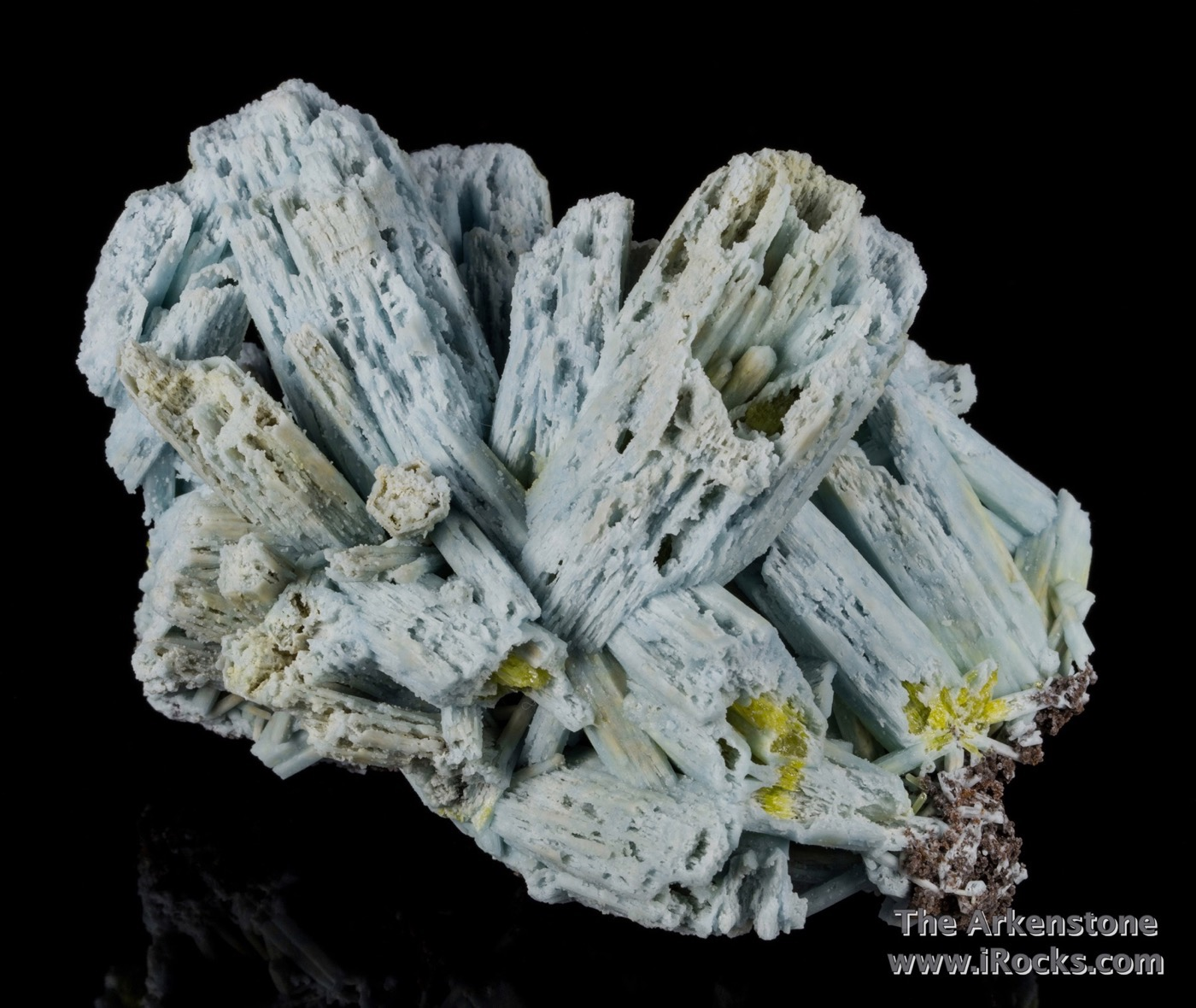 This elegant splayed cluster plumbogummite pyromorphite fat crystals 4