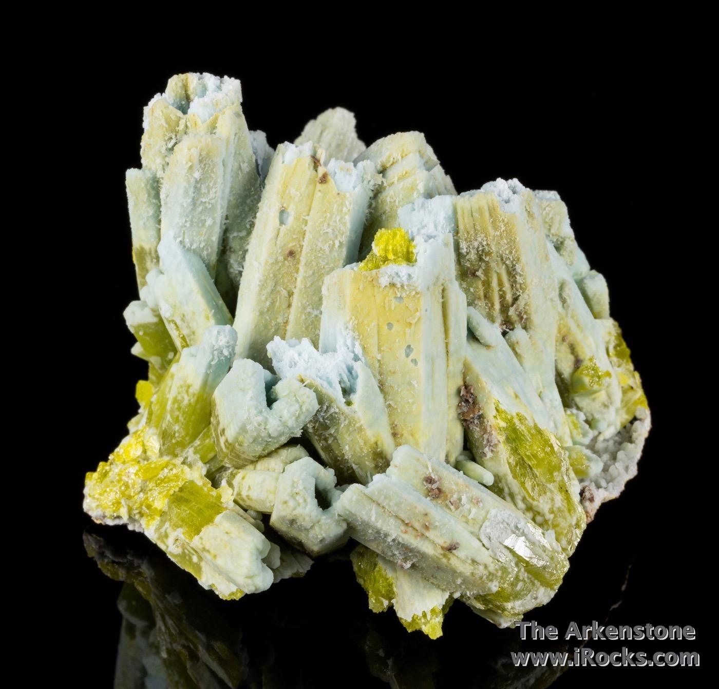 A septum ocherous limonite host cluster plumbogummite ps pyromorphite