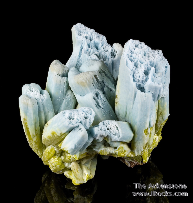 Standing vertically fine specimen plumbogummite pyromorphite large fat
