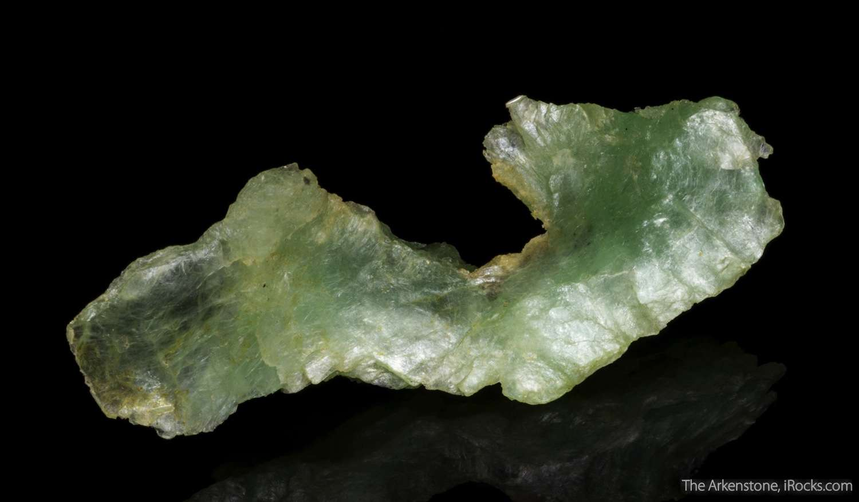 An elegant wavelike specimen great shape 3 dimensionality