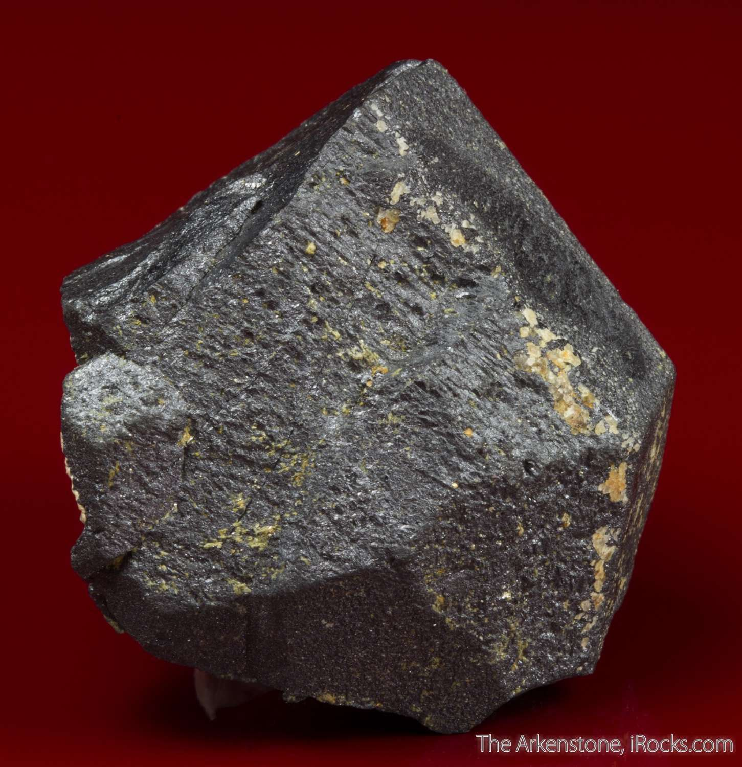 An exceptionally formed large tetragonal crystal tantalum iron variety