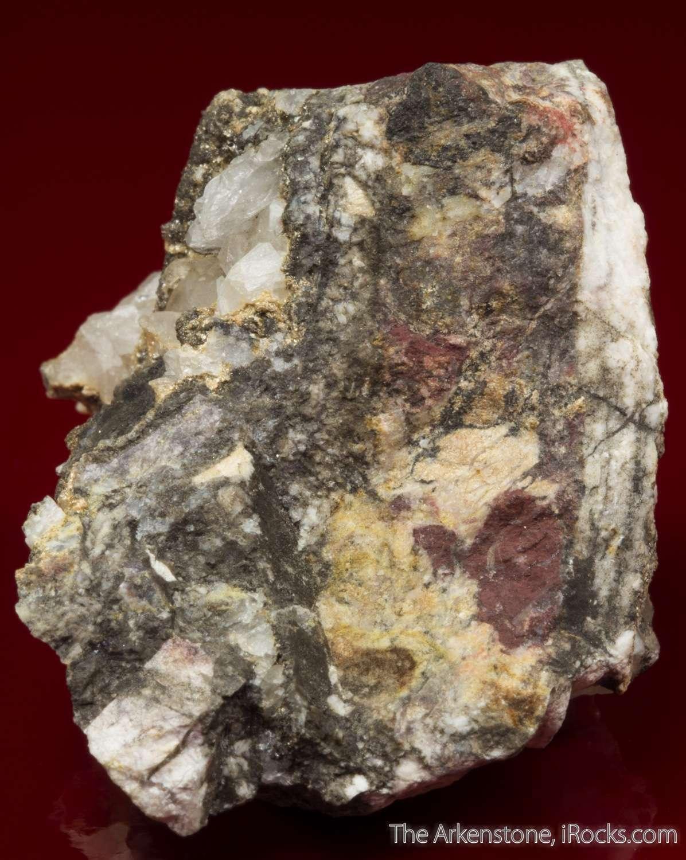 Abundant tan micaceous aggregates 1mm ganophyllite form lining open