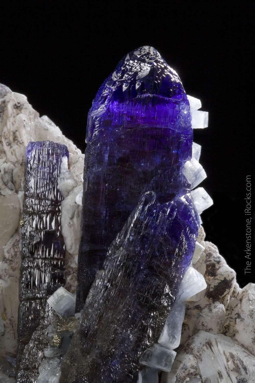 The photos tell story bit context Few large matrix tanzanites exist