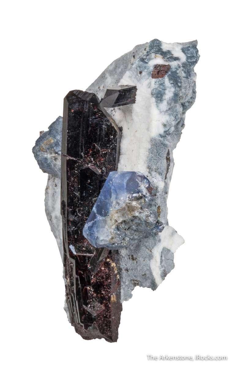 Perched aesthetically matrix serpentine natrolite 4 cm long black
