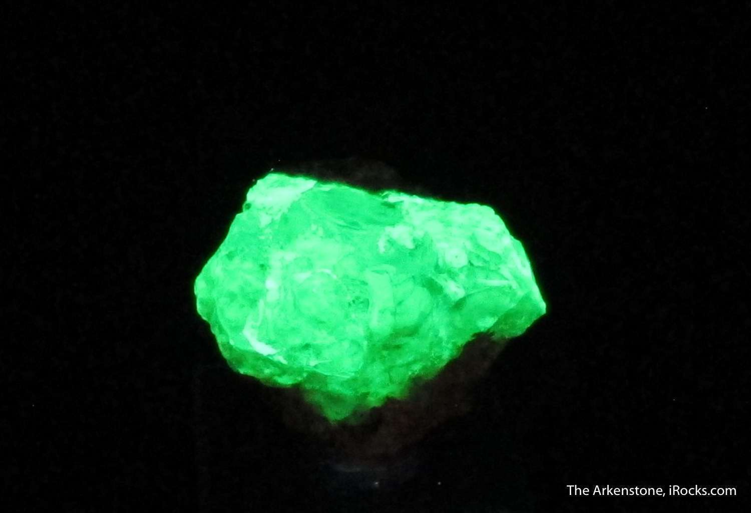 Thick mass completely gemmy green Hyalite Opal Zacatecas Some carving