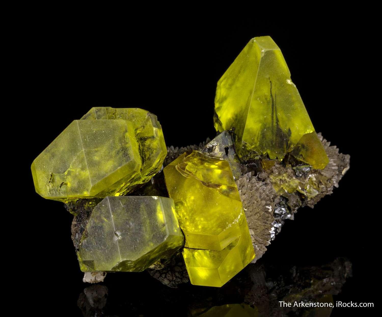 Exhibiting outstanding rare crystallography sulfur specimen