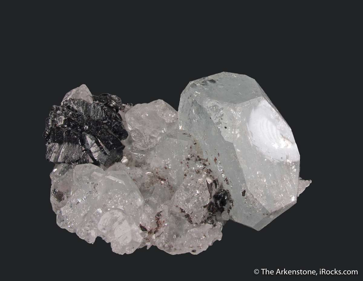 mineral and aquamarine Unlike some gemstones which are found only in certain areas, aquamarine of  varying quality is sourced from different mineral deposits all over.