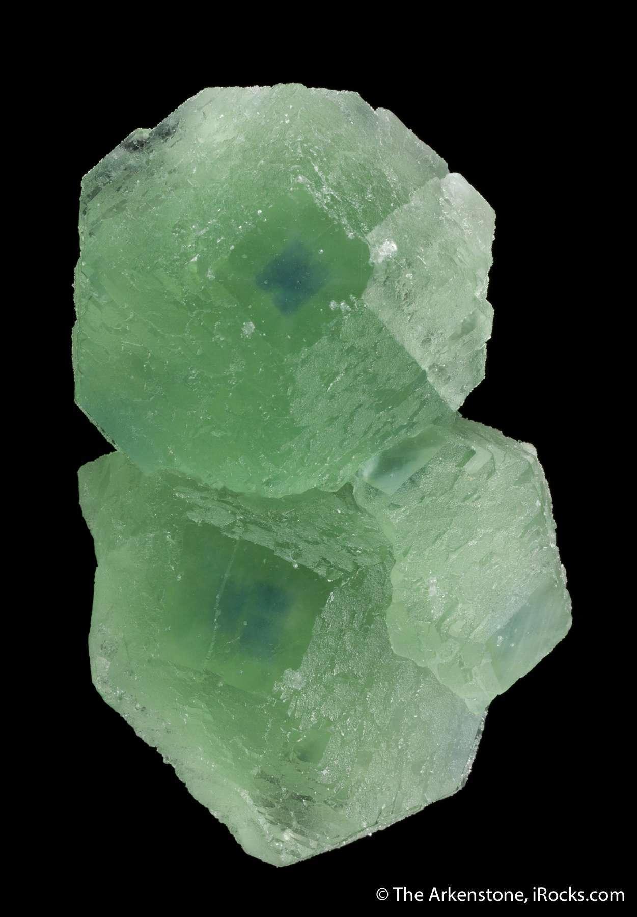 The gemmy cube faces startlingly sharp purplish blue color centers